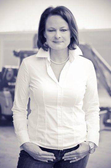 Portrait von Karin Steinhauer.